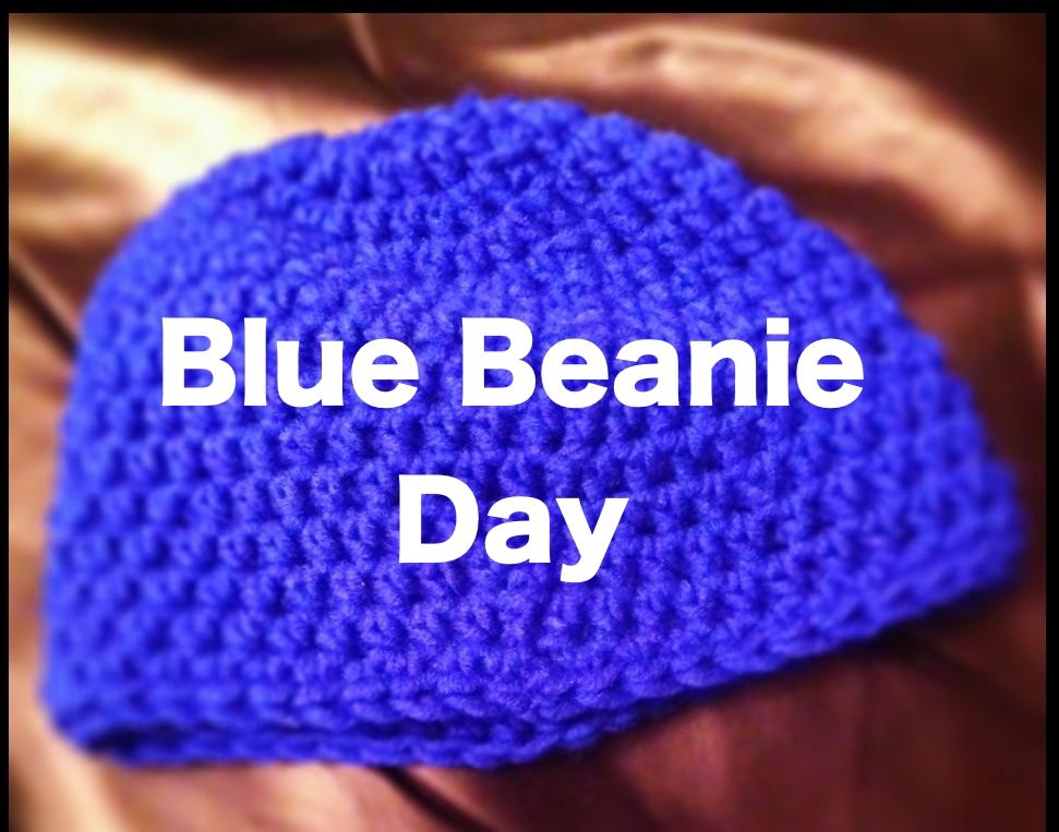 """Blue Wollhaube mit Aufschrift """"Blue Beanie Day"""""""